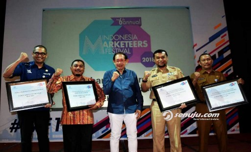 DLH Kampar Raih Penghargaan Public Service of The Year