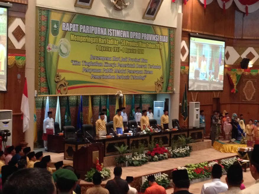 Rapat Paripurna Istimewa Dalam Rangka HUT ke-59 Provinsi Riau di DPRD Riau