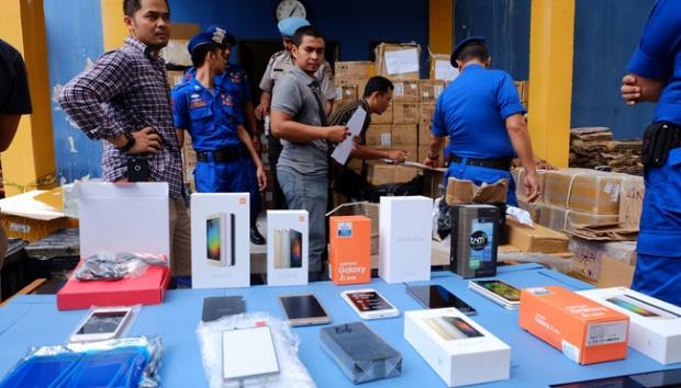 Kejati Riau Terima SPDP Perkara Penyelundupan 13.114 Unit Smartphone