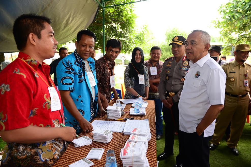 Gubri Tinjau TPS Pilkada Serentak di Kab. Kampar dan Pekanbaru