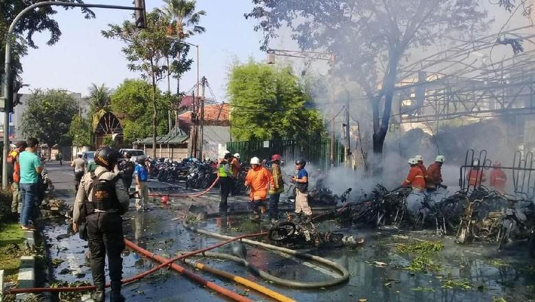 Dentuman Ledakan Bom di Gereja Surabaya