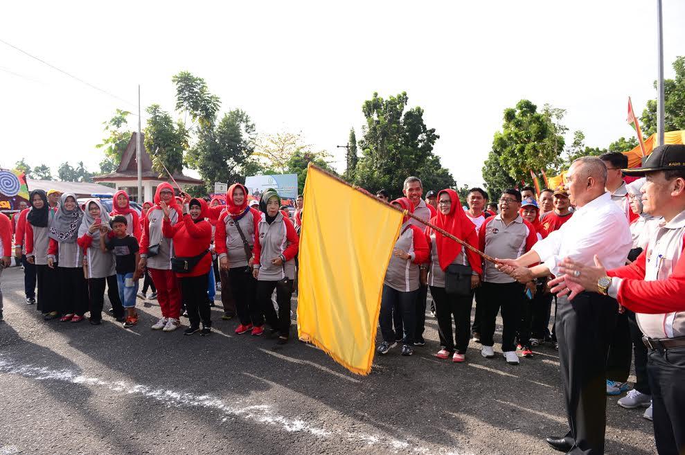 Gubri Lepas Jalan Santai Peringatan  HKSN Provinsi Riau