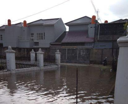 Gedung Baru Bawaslu Riau Tergenang Air Hampir Setinggi Lutut