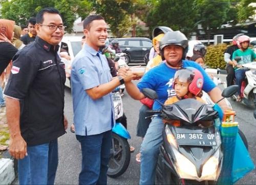 Pengprov IMI Riau Bersama Ribuan Member Komunitas Otomotif Bagi-bagi 5.000 Takjil