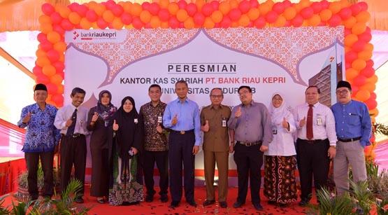 Diresmikan Ayat Cahyadi, Jaringan Kantor Syariah Bank Riau Kepri Beroperasi di Universitas Abdurrab