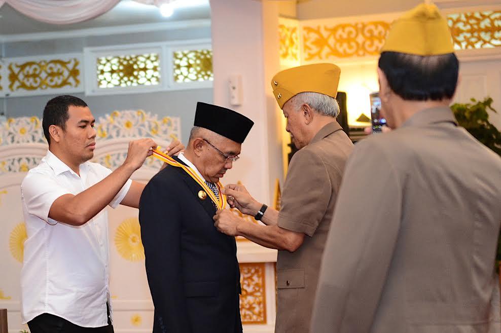 Gubernur Riau Terima Medali Bintang Legiun Veteran