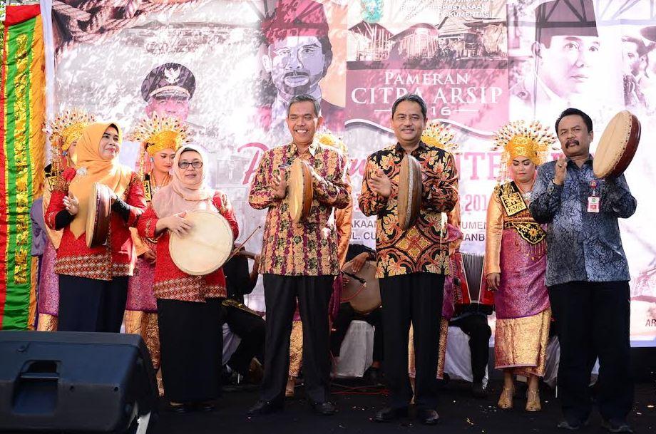 Sekda Prov Riau Hadiri Pembuka Pameran Arsip Badan Perpustakaan, Arsip & Dokumentasi Prov. Riau