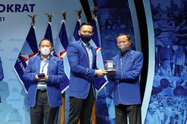 Disaksikan Puluhan Ribu Kader, Demokrat Anugrahkan Penghargaan untuk 35 Senior Partai