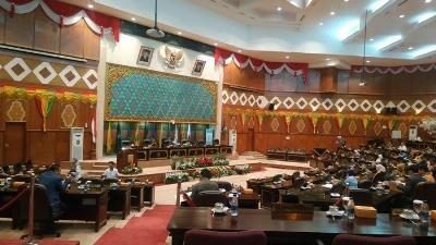 Pergantian Noviwaldy ke Asri Auzar Dibarengi Tepuk Tanggan Anggota DPRD Riau