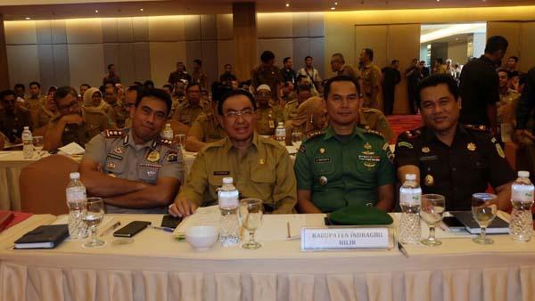 Bupati Inhil Hadiri Rapat Koordinasi Bupati / Walikota Se - Riau