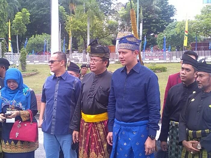 LAM Riau Pasangkan Tanjak AHY.