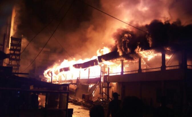 Duka di Hari Raya, 57 Unit Ruko di Kotabaru Inhil Musnah Terbakar