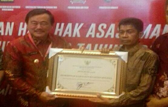 Pemkab Kuansing Terima Penghargaan Menteri Hukum dan HAM