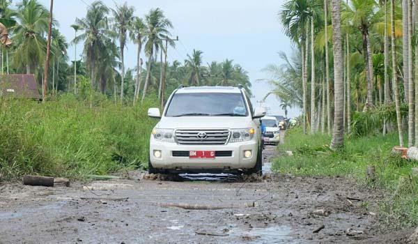 Lintasi Ruas Kota Baru Sanglar - Pulau Kijang Gunakan Mobil Buka MTQ Ke - 47 Inhil
