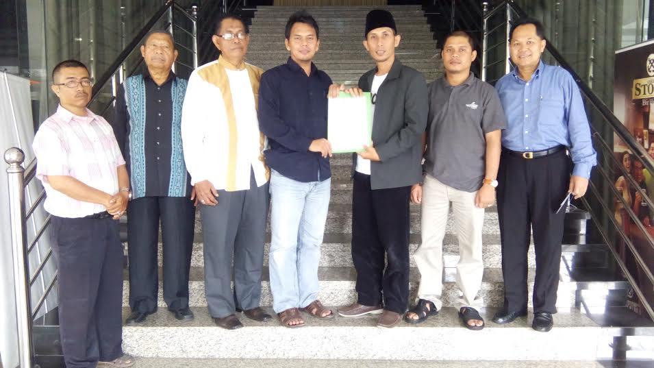Ketua DPD Partai Pika Riau Serahkan Mandat DPC Pika Pekanbaru