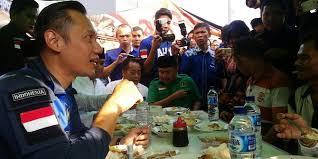 Agus Harimurti Yudhoyono Awali Blusukan di Jawa Barat dengan Sarapan Nasi Uduk Bekasi