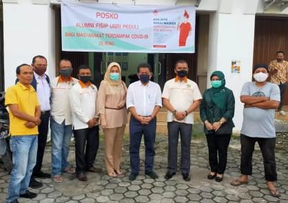 IKA FISIP Universitas Riau Bagikan Ratusan Sembako