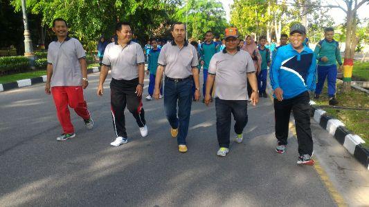 Bupati Syamsuar Hadiri Jalan Sehat Hari Amal Bhakti Kemenag Ke- 71