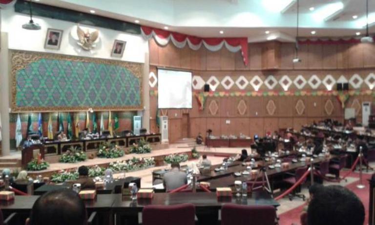 Pemberhentian Enam Anggota DPRD Riau Peserta Pilkada Diparipurnakan