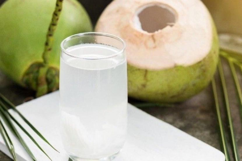 Ini Sejuta Manfaat Air Kelapa yang Disebut Warganet Bisa Menjadi Obat Covid-19