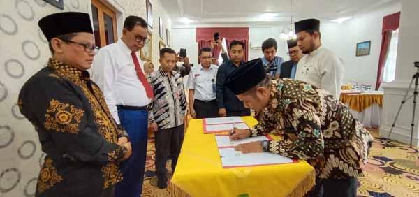 Bawaslu 6 Kabupaten di Riau Tandatangani Dana Hibah