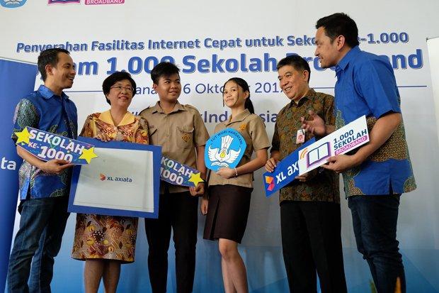 XL Axiata Tuntaskan Program 1.000 Sekolah Broadband