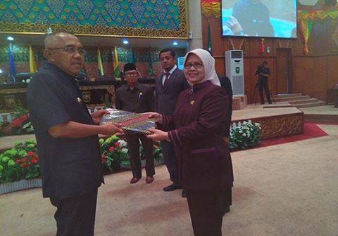 DPRD Riau Gelar Paripurna LKPJ 2016 Kepada Gubri