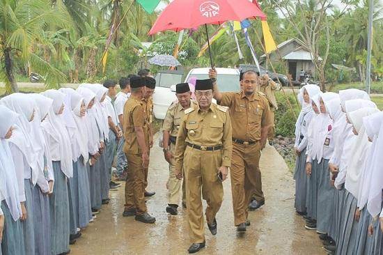 Bupati Inhil Hadir Pelantikan PGRI Se-Kecamatan Batangtuaka