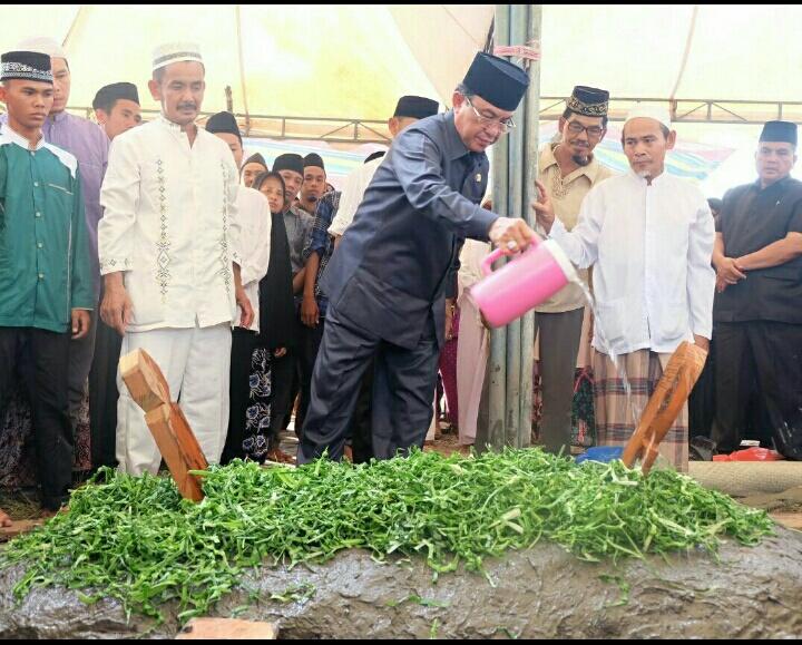 Bupati Ikut Shalat Jenazah dan Pemakaman Tokoh Agama dan Pendidikan di Kecamatan Gaung Anak Serka