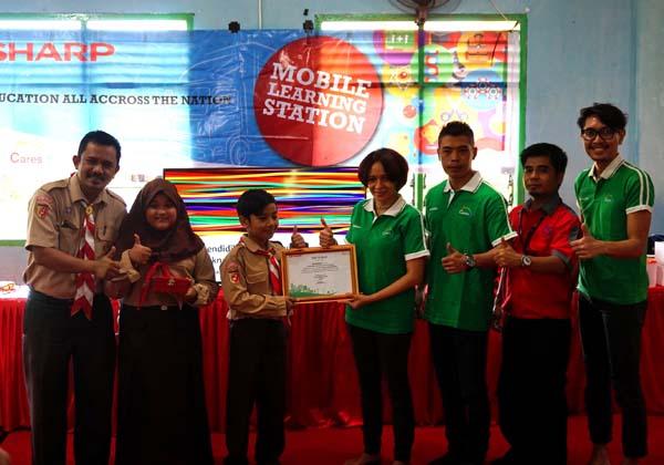 SHARP Mobile Learning Station Kunjungi Kota Padang