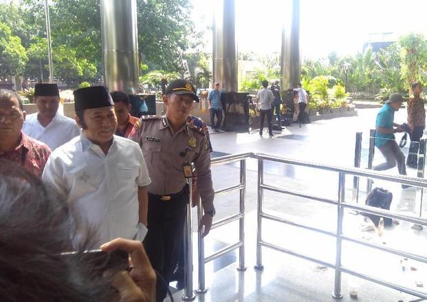 Bupati Lampung Selatan Dibawa ke Jakarta