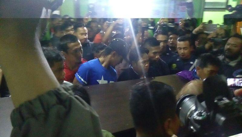Aremania Berduka  Atas Meninggalnya Achmad Kurniawan