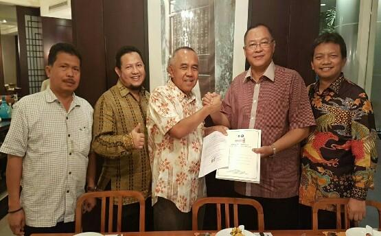 DPD Hanura Riau Serahkan SK Dukung AYO di Pilgubri 2018