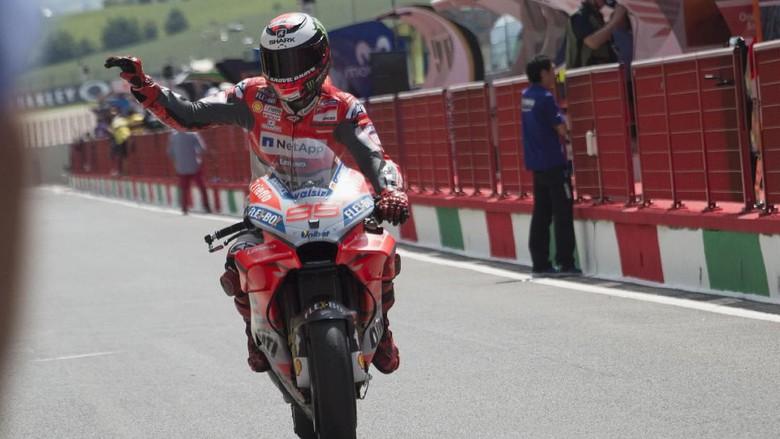 MotoGP Italia 2018: Lorenzo Juara, Ducati Finis 1-2, Marquez Jatuh