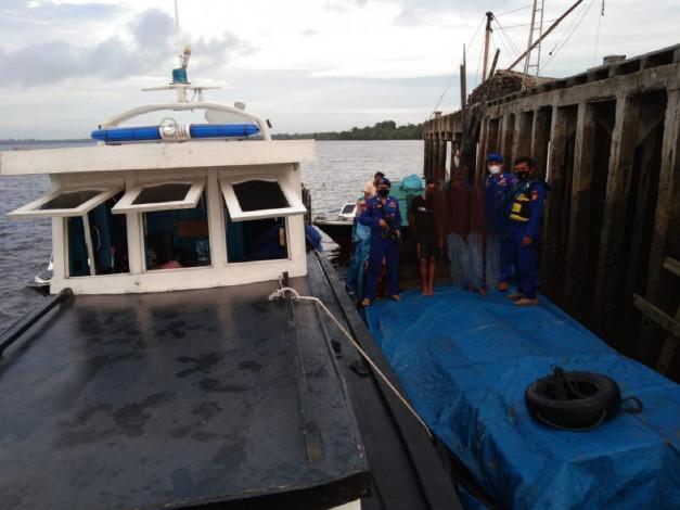 Polda Riau Tangkap Kapal Pompong Pembawa Kayu Ilegal