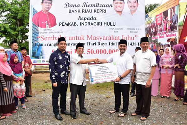 Bank Riau Kepri Serahkan Dana Kemitraan Rp50 Juta ke Pemkab Inhu