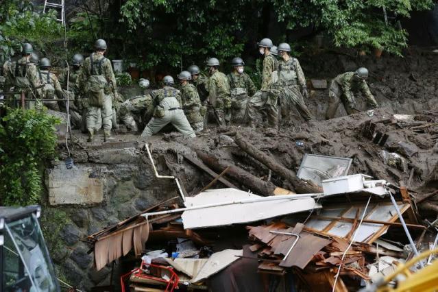 Ini Seperti Neraka : Sebanyak 1.500 Para Penyelamat Menyisir Lumpur Usai Bencana Longsor Menghantam