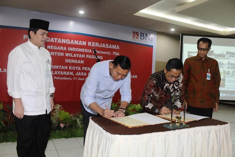 Walikota Pekanbaru Penandatanganan Perjanjian Kerjasama dengan Bank BNI