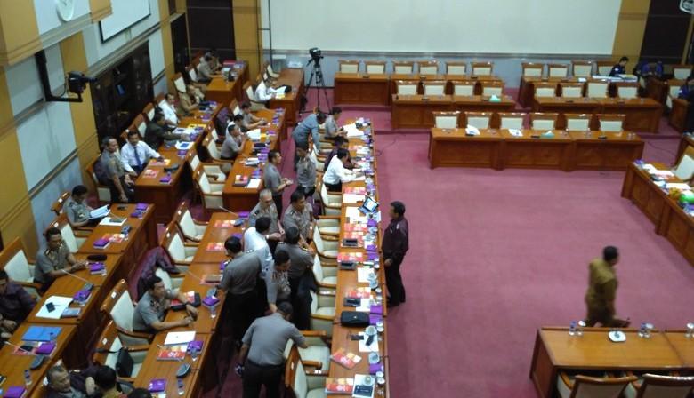 Komisi III DPR Sampaikan Aspirasi Massa 212