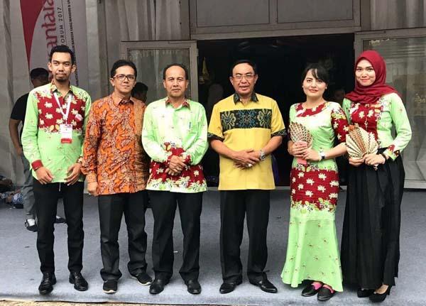 Bupati Inhil Kagumi Keberagaman Budaya Melalui 'Buah Tangan' Masyarakat se - Nusantara