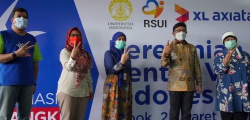 "Menkominfo Tinjau ""Sentra Vaksin Indonesia Bangkit"""