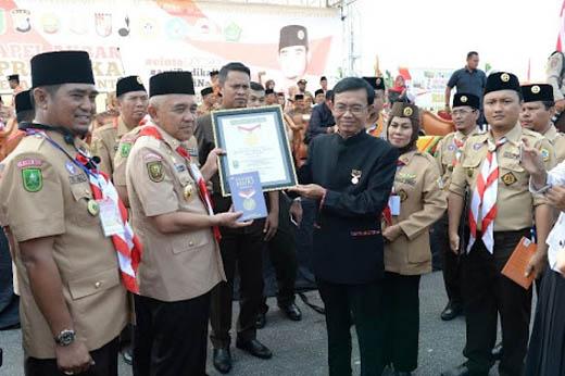Riau Terima Rekor MURI Apel Akbar Hari Pramuka Terbesar di Indonesia