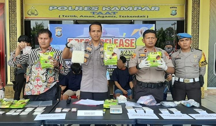 Satres Narkoba Polres Kampar  Aman kan 4,5 Kg Shabu-shabu
