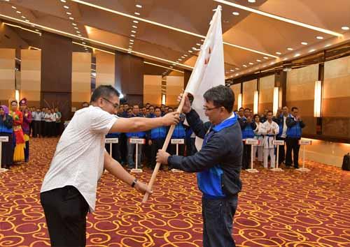 Dirut Bank Riau Kepri Resmi Lepas Kontingen Porseni BPDSI XII 2017 ke Bandung
