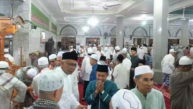 Malam Pertama Ramadhan, Pjs Bupati Inhil Shalat Tarawih Di Masjid Al - Huda