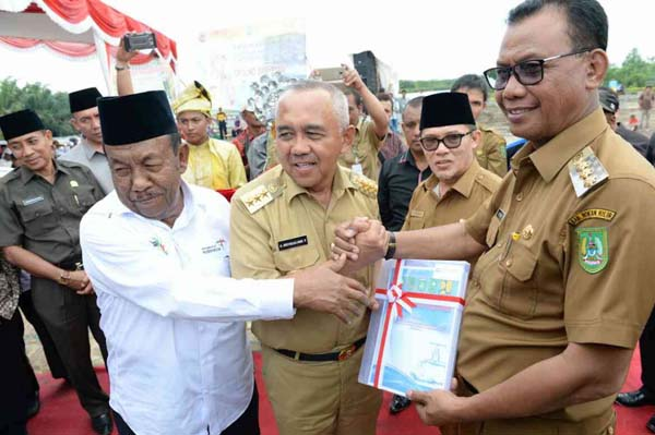 Gubri  Hadiri Ground Breaking Sistem Penyediaan Air Minum (SPAM) Regional