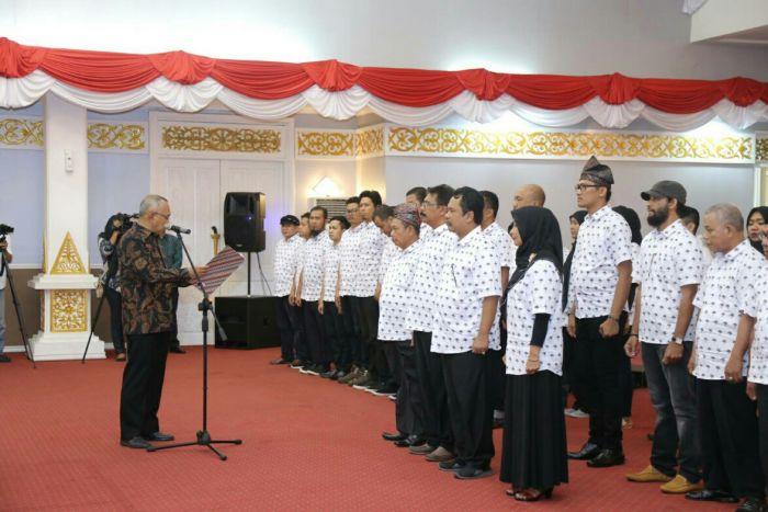Gubri Kukuhkan Pengurus DKR Riau 2017-2022