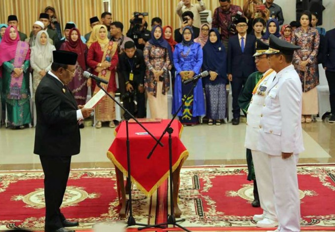 Plt Gubri Lantik  Wardan-Syamsudin Uti sebagai Bupati dan Wakil Bupati Inhil