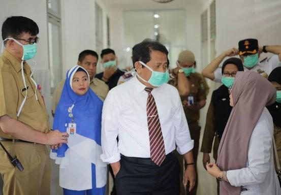 Sekdaprov Riau Tinjau Ruang Isolasi RSUD Arifin Achmad untuk Penanganan Pasien Virus Corona