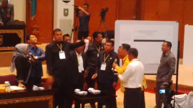Hasil Imbang, Pemilihan Wakil Gubernur Riau Berlangsung Alot